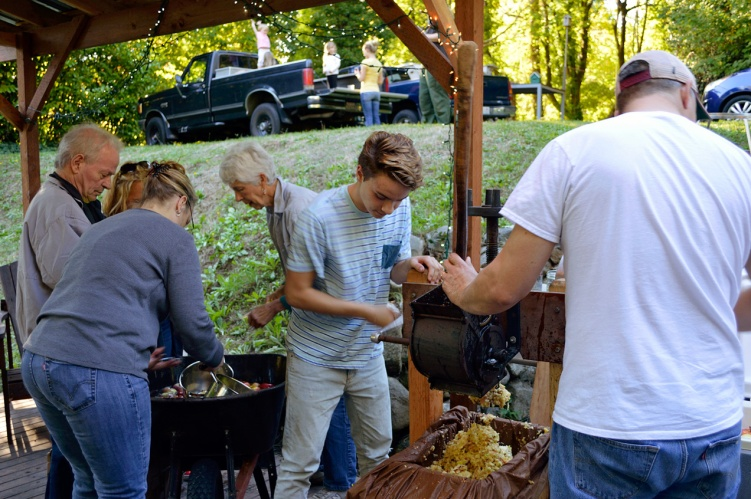 Apple Pressing 2015 Grinding