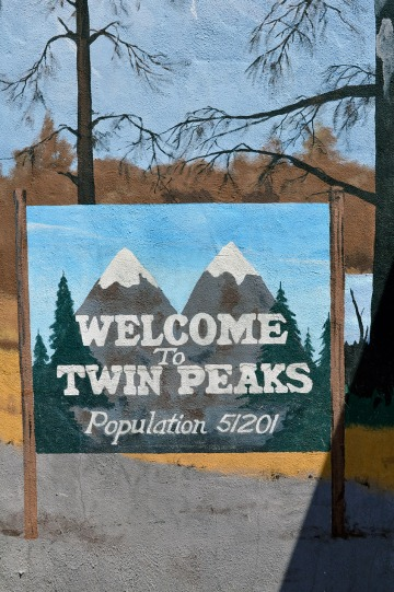 Welcome to Twin Peaks Sign at Twedes
